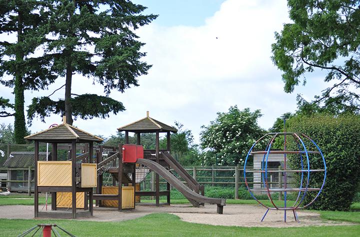 Espace jeux de la Jardinerie Pépinières Animalerie Derly, Eure